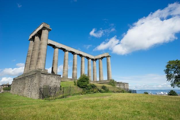 Город эдинбург от calton hill, шотландия, великобритания,