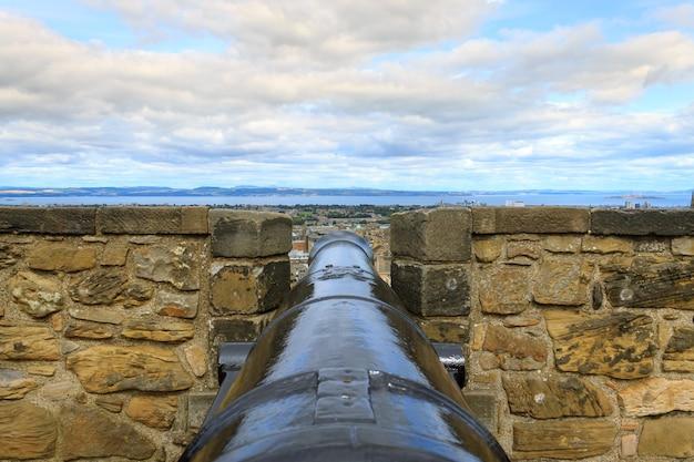 Панорама города эдинбурга от замка. европейский