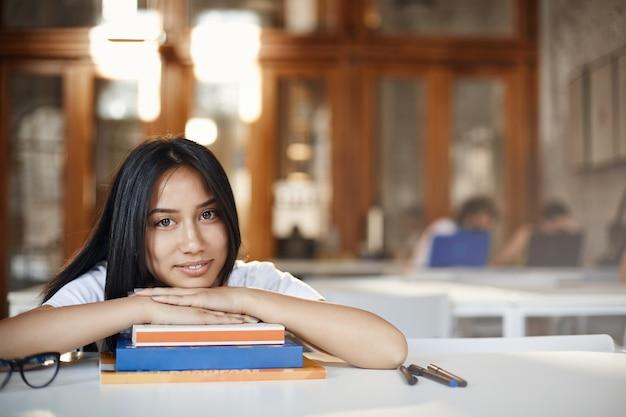 교육, 디지털 유목민 및 젊은 라이프 스타일 개념. 아름다운