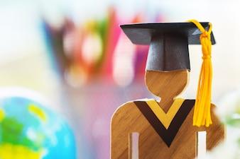 Педагогические знания, обучение, обучение за рубежом, международные идеи Люди подписывают лес с выпускным