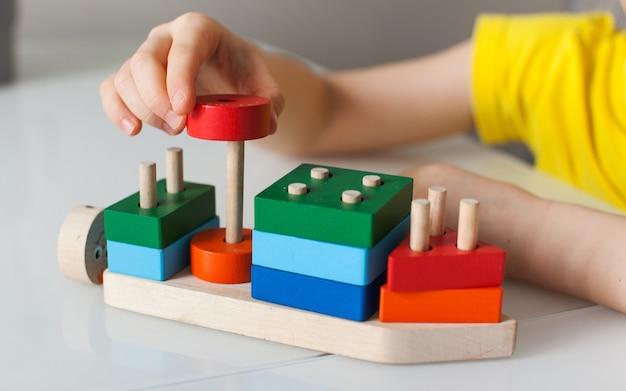 子供のための教育論理玩具。子どもの発達のためのモンテッソーリゲーム。子供の木のおもちゃ。