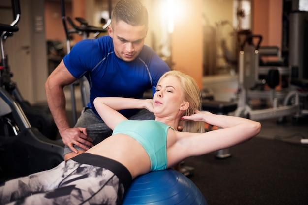 Effective sit ups on fitness ball