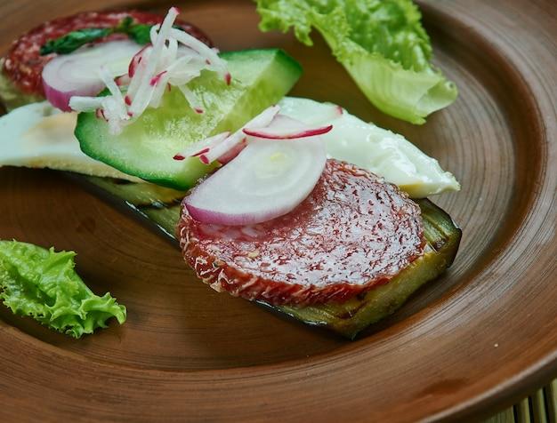 卵とペパロニのナスのトースト、イタリア料理
