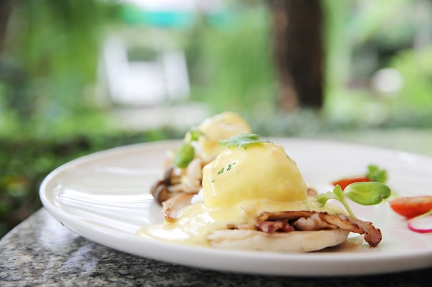 Egg benedict with bread and bacon