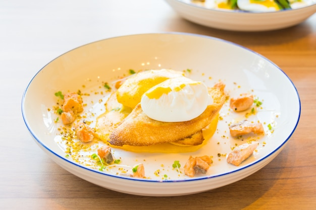 Egg benedict with salmon