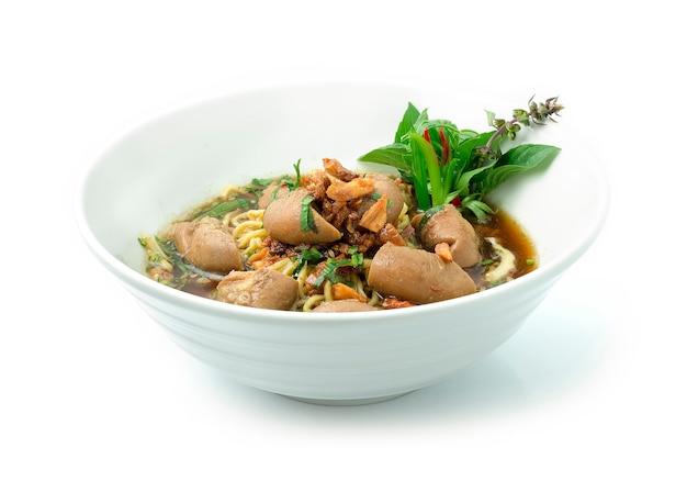 牛腸の煮込み卵麺スープ
