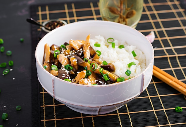 鶏肉、egg子、ご飯と一緒に炒める-中華料理