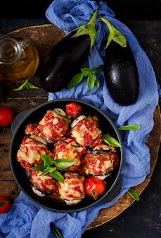 Egg子(ナス)は、トマトソースに肉を巻きます。平干し。上面図
