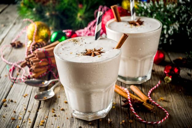 Рождественский молочный коктейль eggnog