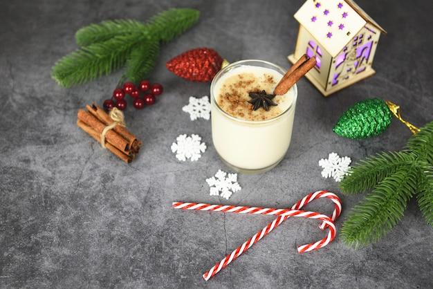 Eggnog вкусные праздничные напитки для традиционных рождественских и зимних праздников