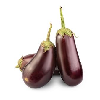 Баклажан или овощ баклажана, изолированные на белом фоне.