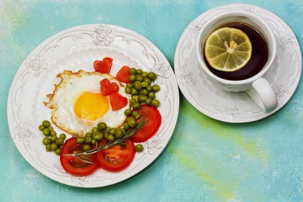 Eggs with tomato and green peas lemon tea