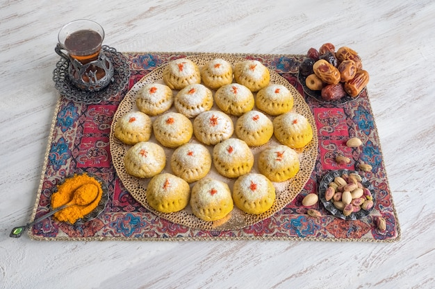 エジプトクッキー「kahk el eid」、調理時にウコンを加えたバリエーション。 el fitr islamic feastのクッキー。ラマダンのお菓子