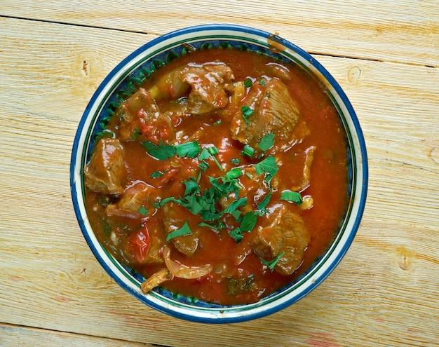 Египетская тушеная говядина камуния с тмином и египетским томатным соусом