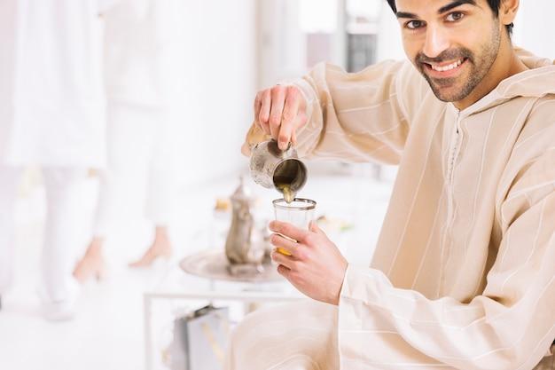 男と紅茶のイード・アル・フィールのコンセプト