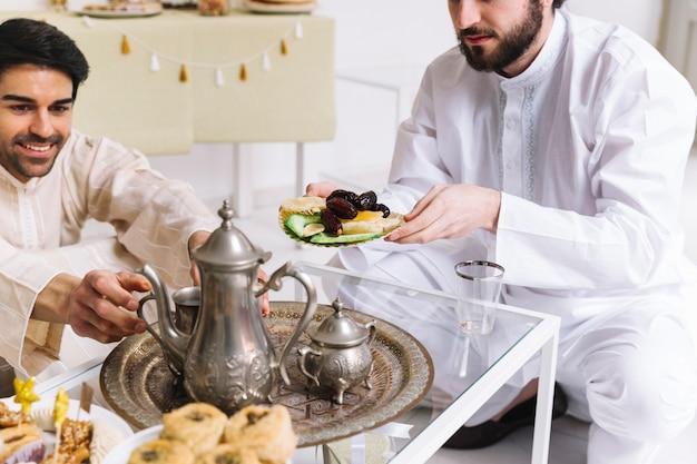 紅茶と紅茶のイード・アル・フィールのコンセプト