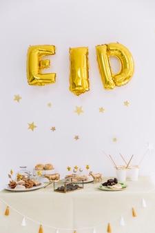 Концепция eid al-fitr с пищей арабского происхождения