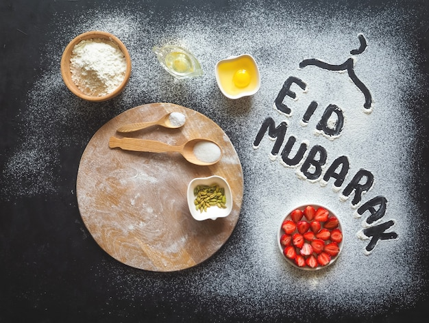 Ид мубарак - исламский праздник, приветственная фраза «счастливый праздник», приветствие зарезервировано. арабский выпечки фон.