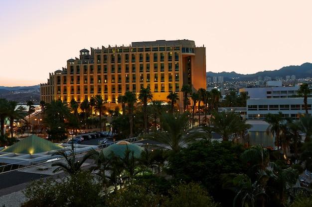 エイラート-イスラエル2018年9月8日。エイラートのホテルの夕日の眺め