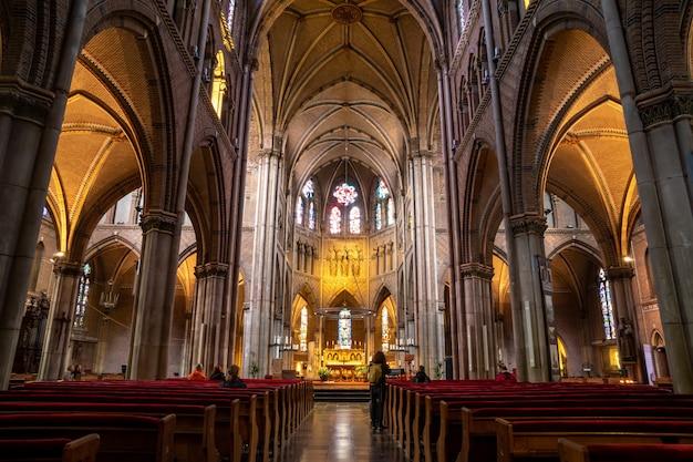 아인트호벤, 네덜란드-11.10.2019 : 아인트호벤에있는 saint catherine 교회 (sint-catharinakerk) 내부. 종교.