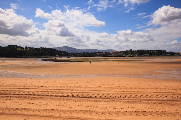 El puntalビーチ、サンタンデル