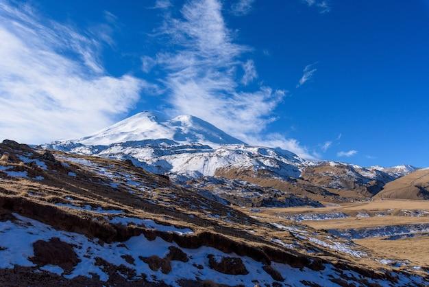 山、コーカサス山脈、elbrus晴れた日、曇りの道