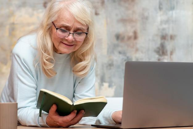 Elder female consulting agenda