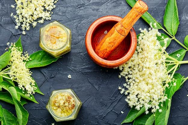 Elderberry in alternative herbal medicine