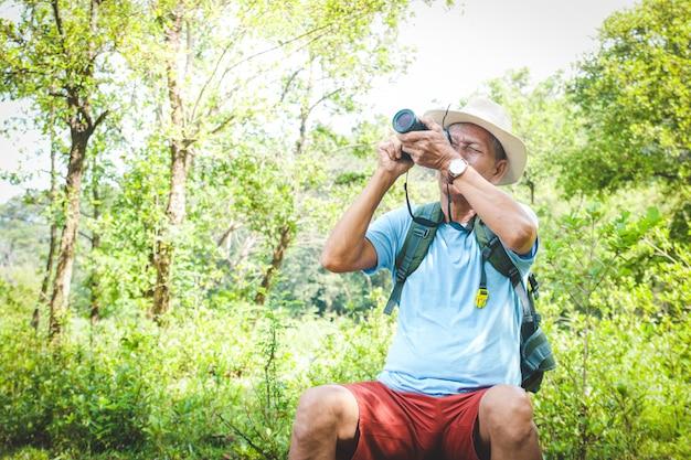 노인 아시아 남자 여행 자연