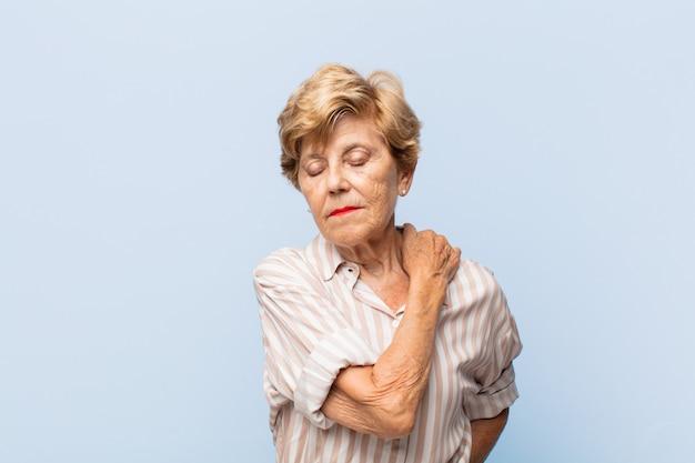 Пожилая красивая женщина портрет