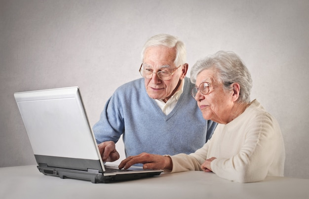 Elderly people and the technology
