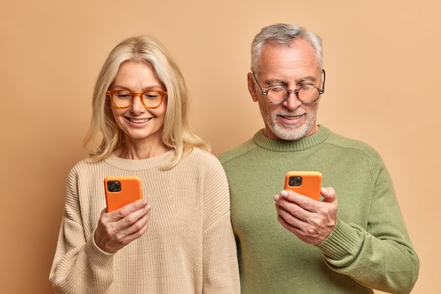 Elderly spouses use modern technologies