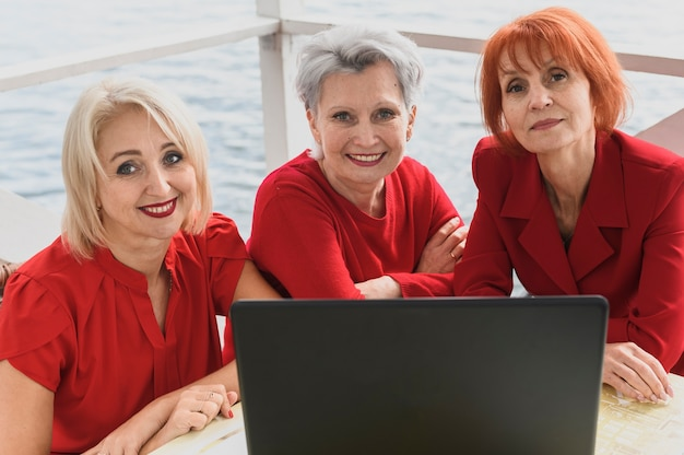 Elderly women together with a laptop