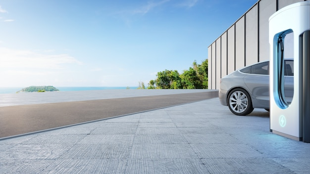 친환경적이고 깨끗한 에너지 개념의 충전소 근처 콘크리트 바닥에 있는 전기 자동차