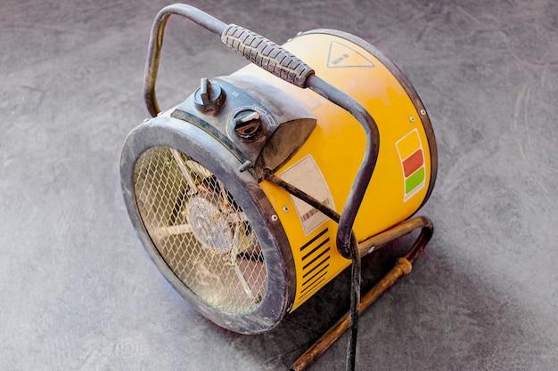 Электрическая тепловая пушка. оборудование для быстрого обогрева и сушки помещений при строительных работах.