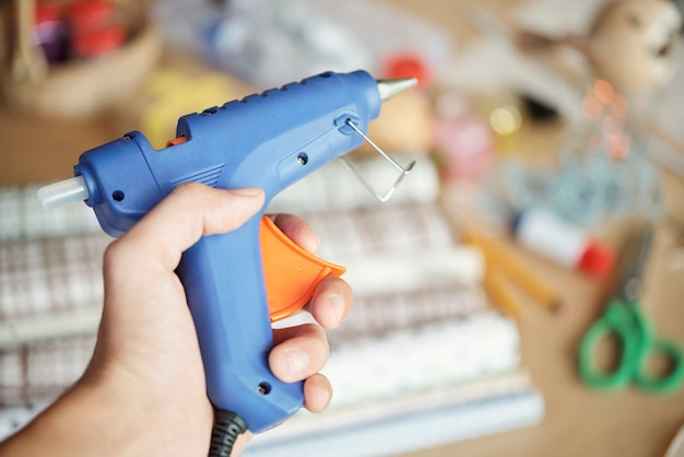 Электрический пистолет с горячим клеем для художественных работ
