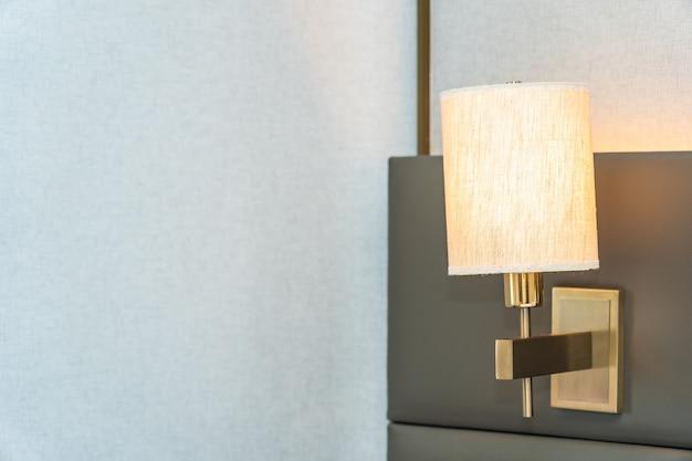 침실의 전등 램프 장식 인테리어