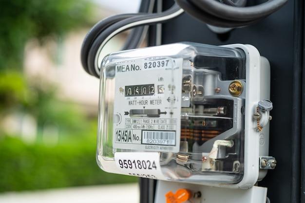 Электроизмерительный электросчетчик для расчета стоимости энергии дома и в офисе.