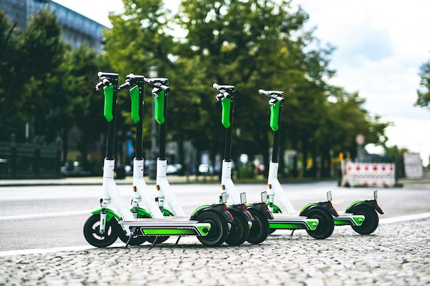 路上でレンタルできる電動スクーター