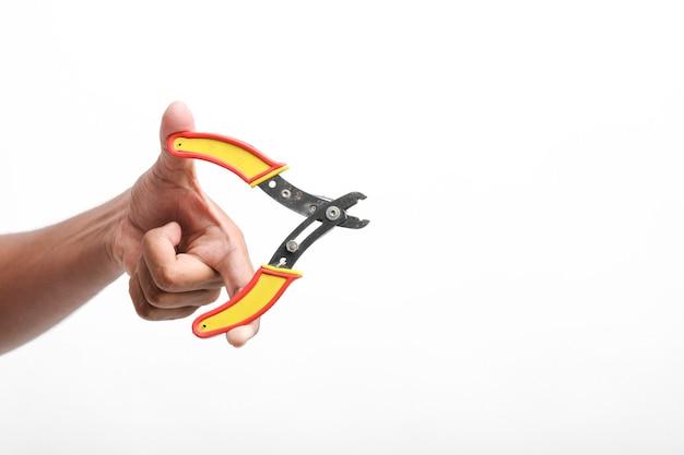 手に持っている電線カッター