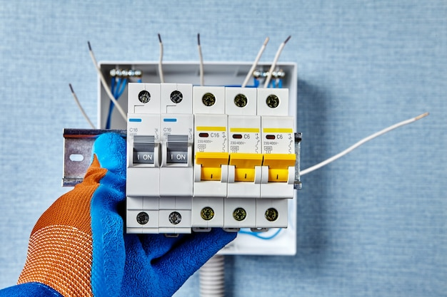 Электромонтажные работы инженерных сетей и систем.