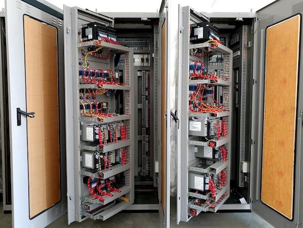 115kv制御および保護パネルの電気制御配線