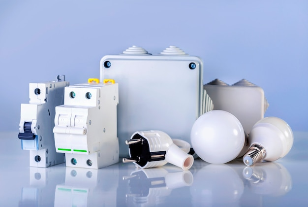 電気設備。店頭には様々な電気製品が陳列されています。