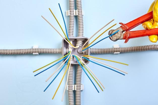 설치 과정에서 전기 배선함.