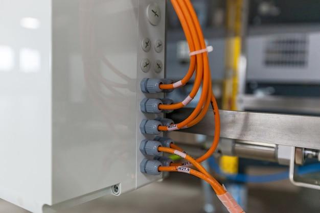케이블 그랜드 연결이 있는 전기 배선함