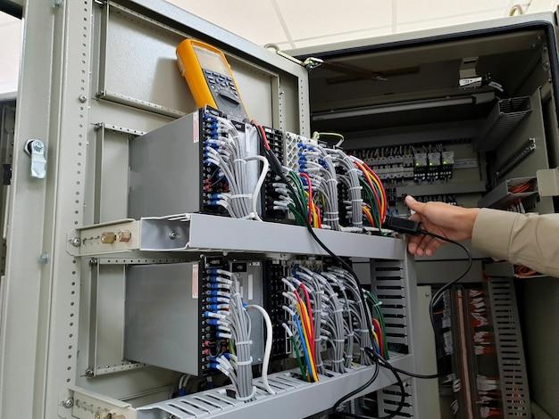 電気技師によるctループ試験の電気測定