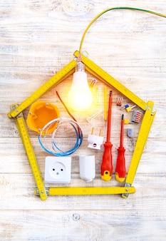 Инструменты для ремонта электрики в доме. выборочный фокус. строить планы