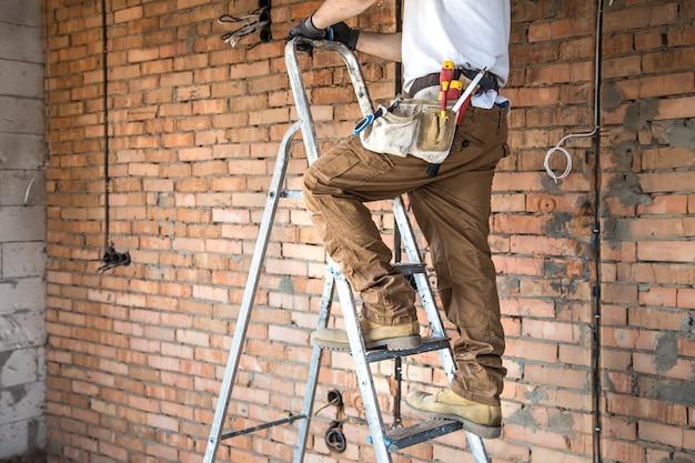 전기 도구, 건설 현장에서 작업. 수리 및 핸디 개념.