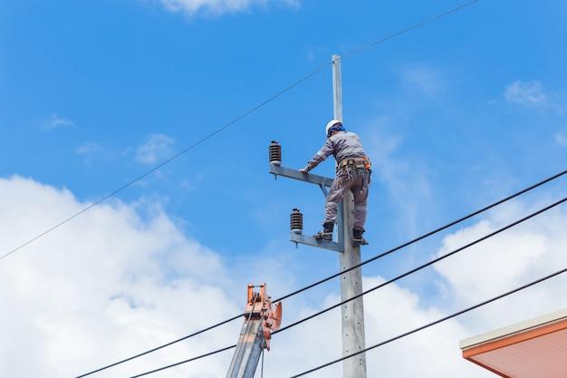 電気技師の配線ケーブル修理サービス