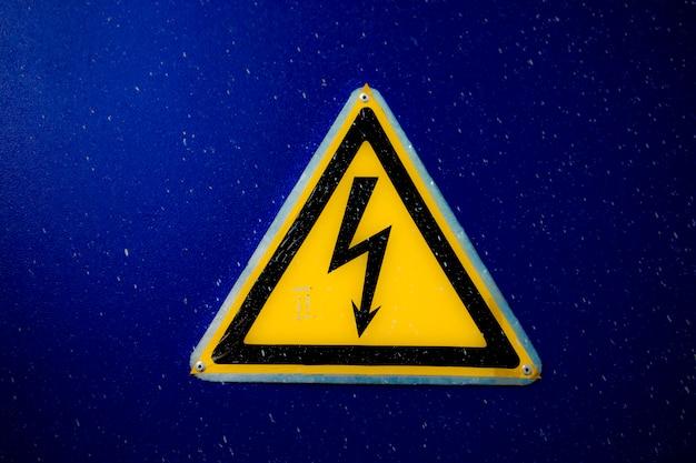 Знак опасности электричества